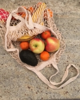 cream-long-handle-net-bag-with-fruits-in-it-scaled.jpg